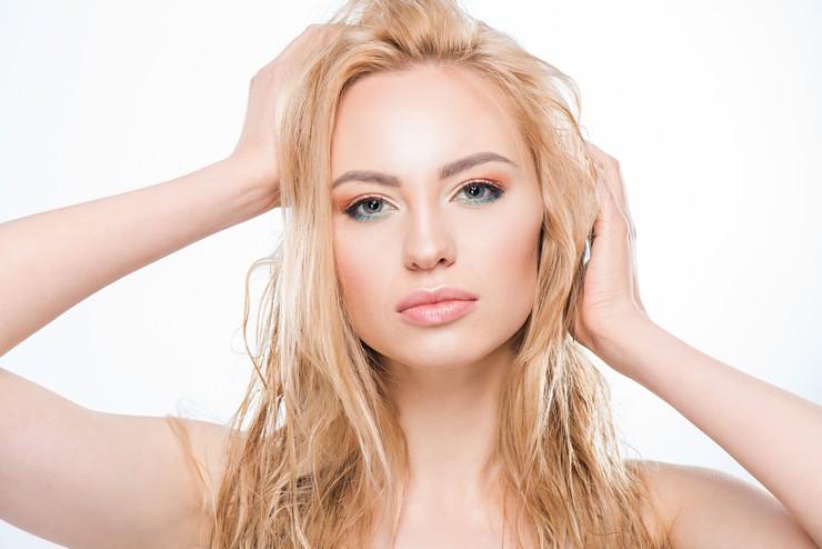 Рецепты масок в помощь обладательницам жирных волос