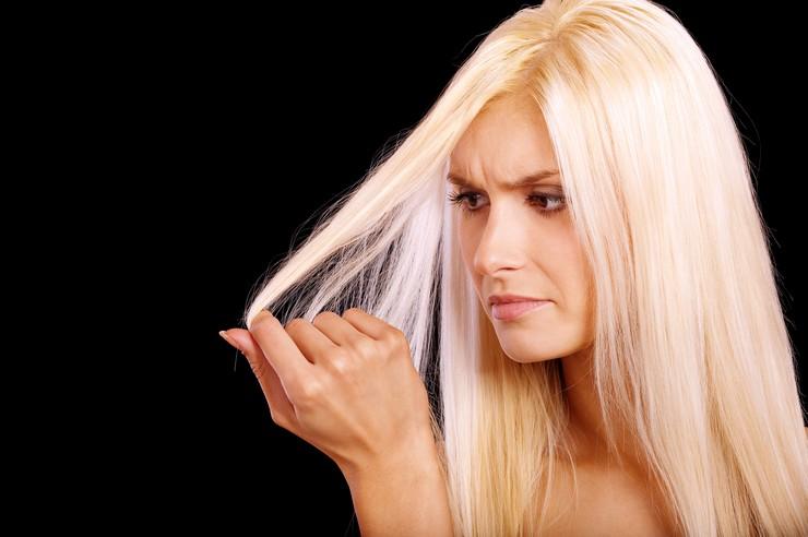 Как остановить выпадение волос при сухой коже головы?
