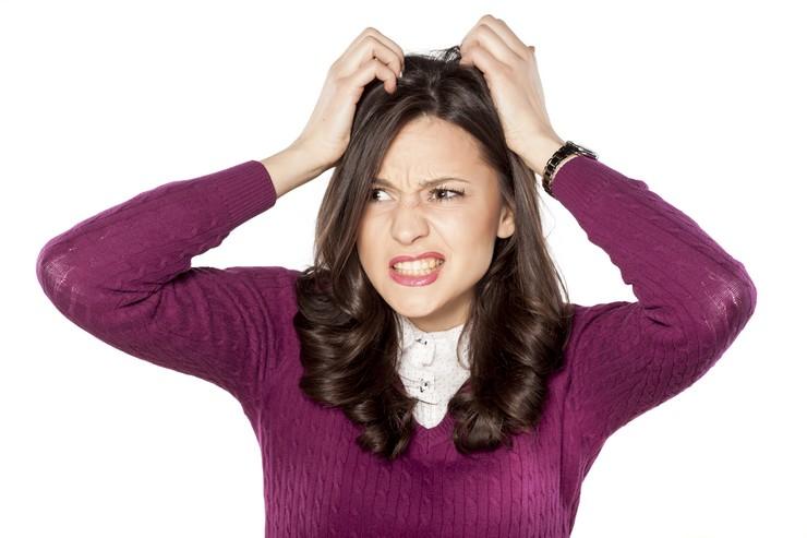 Почему волосы становятся жирными? Причины нарушения работы сальных желез
