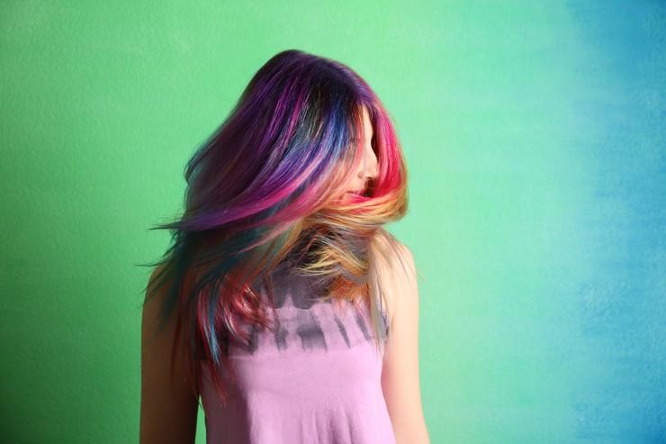 Добавь красок со скрытым радужным окрашиванием волос