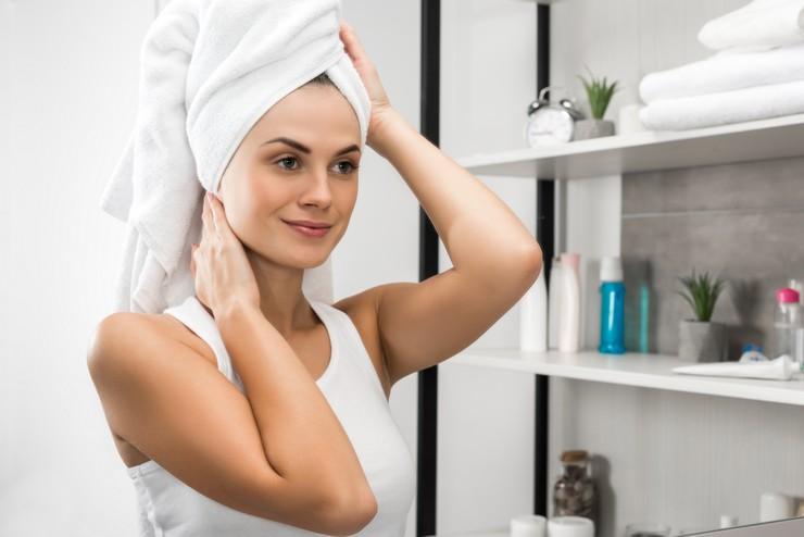 О том, как правильно применять шампунь для мытья волос