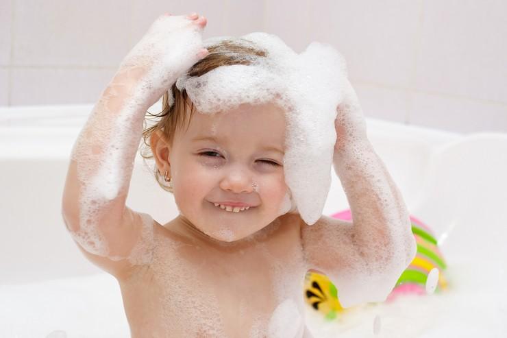 Лечение перхоти у детей разного возраста