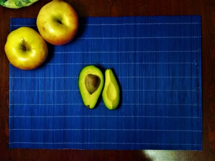 Восстанавливающая маска с авокадо, оливковым маслом и медом