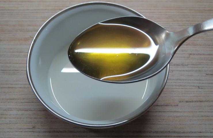 Природные масла для упругих и шелковистых локонов