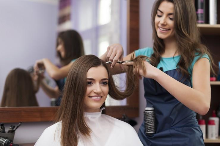 стрижка на волосах средней длины