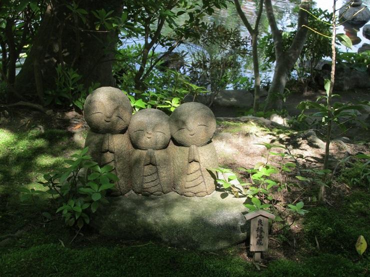 каменные фигурки