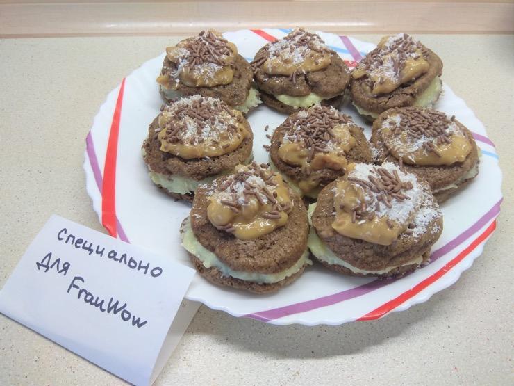 Шоколадное печенье с кокосовой начинкой