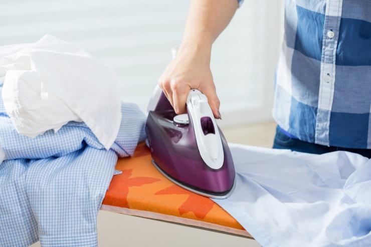 Как отпарить и выгладить кожаную куртку в домашних условиях?