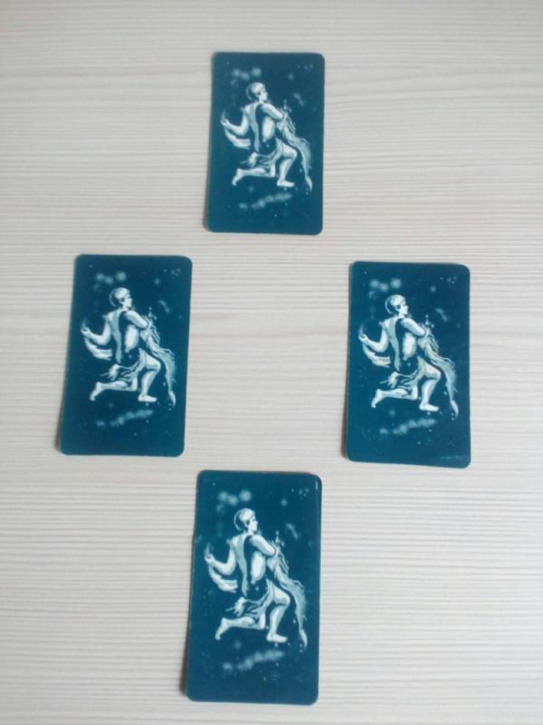 Простой, но очень эффективный расклад Таро на 4 карты: с пошаговой инструкцией и примером толкования